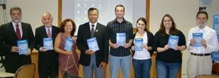 CORECON-DF entrega livro com monografias premiadas